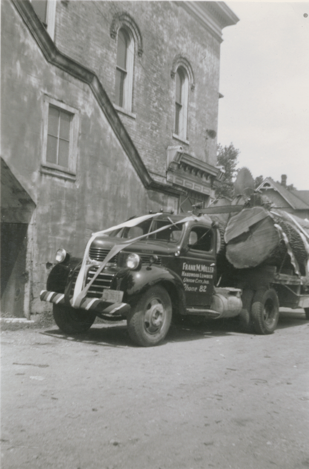 272-P-FML_truck_1947